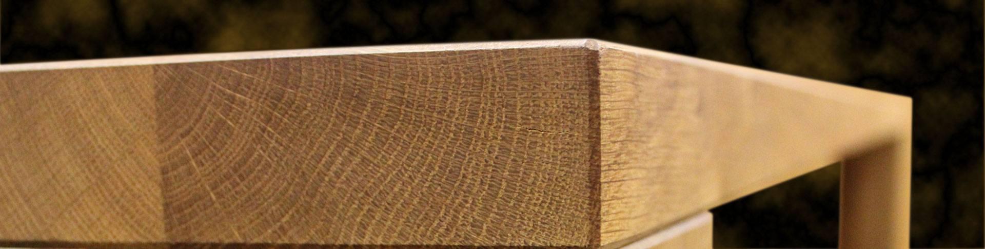 Het eikenhout dat wordt gebruikt voor de collecties van Sessinkwonen.nl vindt zijn oorsprong in goed beheerde bossen in Europa. Om de schoonheid van het natuurlijke massieve hout te benadrukken, heeft Sessinkwonen.nl er specifiek voor gekozen om europees eikenhout te gebruiken, met al zijn natuurlijke kenmerken met knoest en barsten of haarscheuren, wat elke meubelstuk zo uniek maakt.