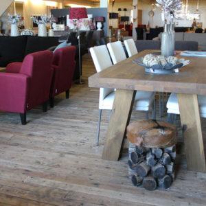 Eiken tafel op maat Bart is gemaakt van eikenhout in onze eigen Meubelmakerij in Gendt, tussen Arnhem en Nijmegen. Ook op zoek naar een maatwerk eettafel? Elke maat en andere houtsoorten zijn mogelijk.