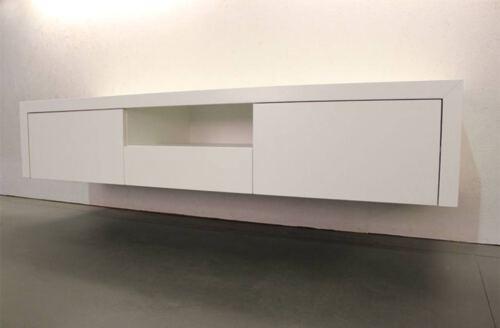 Zwevend tv meubel MDF wit. Dit maatwerk TV meubel is in onze Meubelmakerij gemaakt . Ook andere afmetingen, indelingen en kleuren zijn mogelijk. Zwevend tv meubel op maat gemaakt? Vraag vrijblijvend een offerte aan.