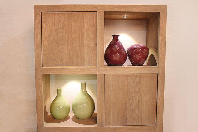 Kubuskast eiken Perijo 8 vakken op maat gemaakt. Deze maatwerk vakkenkast is gemaakt in de meubelmakerij van Sessink Wonen. Andere kleuren, andere afmetingen en andere modellen zijn mogelijk.