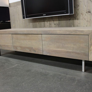 Eiken TV meubel Jose RVS. Op zoek naar een mooi eiken tv-meubel. Wij maken uw tv-meubel op maat! Kom inspiratie opdoen in onze Woonwinkel.