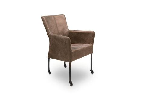 Eetkamer stoel Suske van onze leverancier Mobitec. Comfortabele eetkamer stoel op wieltjes en leverbaar in verschillende stoffen en kleuren. Een nieuwe eetkamer stoel nodig? Kom inspiratie opdoen in de Woonwinkel & Meubelmakerij van Sessink Wonen te Gendt, gelegen tussen Arnhem en Nijmegen.