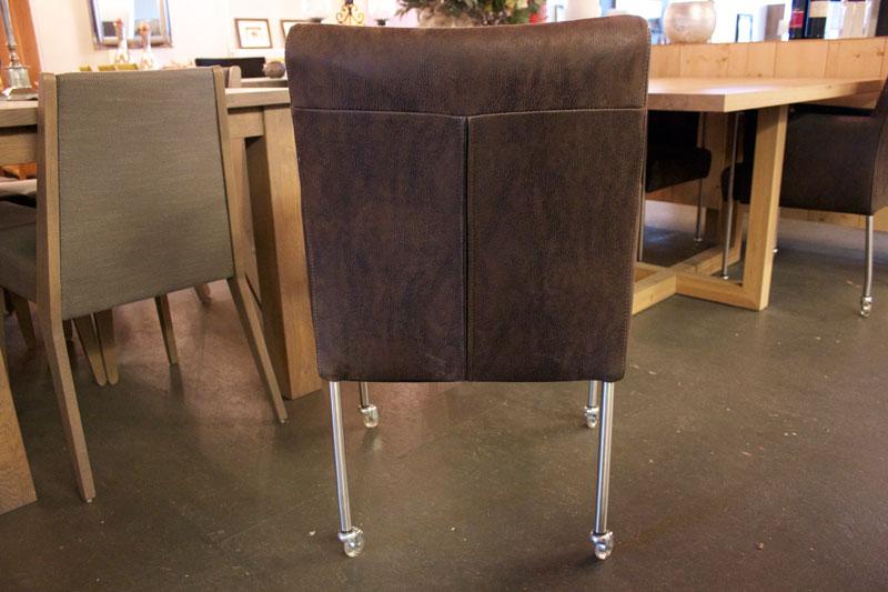 Eettafel stoelen wieltjes latest meubels eetkamer stoelen for Trendy stoelen