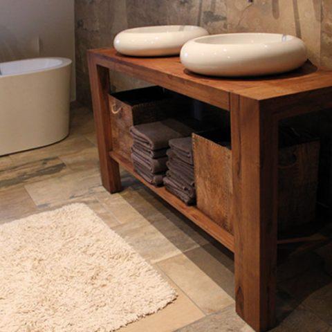Badkamermeubel eiken op maat, eigen ontwerp. Diverse afmetingen, indelingen en kleuren mogelijk. Een nieuwe kast nodig? Kom inspiratie opdoen in onze Woonwinkel.