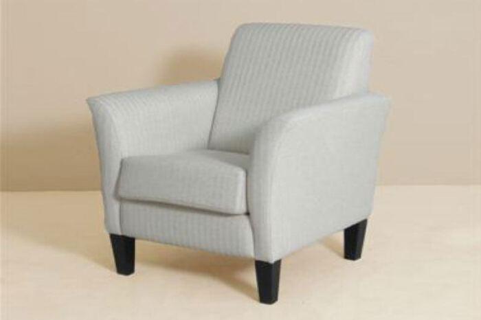 Meubitrend fauteuil Lucky. Diverse afmetingen en kleuren mogelijk. Een nieuwe bank? Kom inspiratie opdoen in onze Woonwinkel.