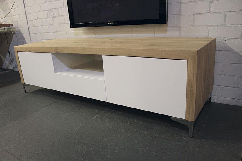 Meubels Landelijk Maken : Landelijk tv meubel op maat gemaakt zwart met vergrijsd eikenblad