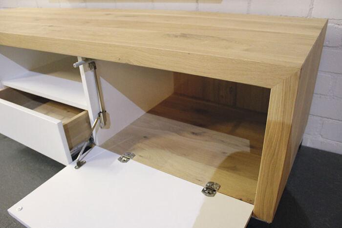Eiken tv meubel Carmen. Op zoek naar een mooi eiken tv-meubel. Wij maken uw tv-meubel op maat! Kom inspiratie opdoen in onze Woonwinkel te Gendt tussen Arnhem en Nijmegen.