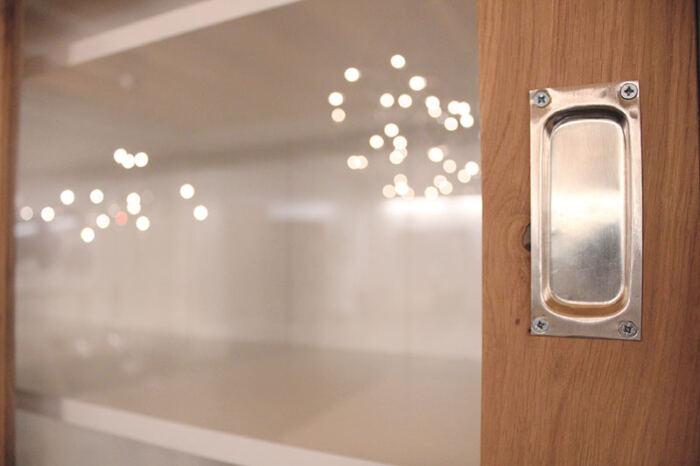 Buffetkast eiken Erik 2-deurs. Buffetkast of vitrinekast op maat gemaakt. Deze maatwerk buffetkast vitrinekast is gemaakt in de Meubelmakerij van Sessink Wonen. Andere kleuren, andere afmetingen en andere modellen zijn mogelijk.