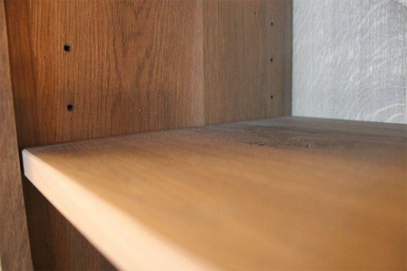 Hoge eiken kast Tecla op maat gemaakt. Deze maatwerk kast is gemaakt in de Meubelmakerij van Sessinkwonen te Gendt gelegen tussen Arnhem en Nijmegen. Andere kleuren, andere afmetingen en andere modellen zijn mogelijk.