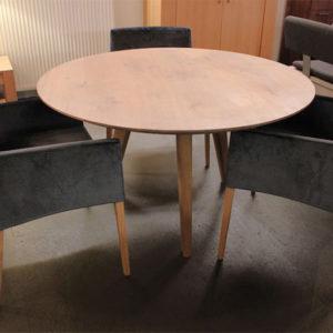 Ronde eiken tafel Henny Ø130cm. Is op maat gemaakt van eikenhout in onze eigen Meubelmakerij in Gendt, tussen Arnhem en Nijmegen. Ook een maatwerk eettafel? Elke maat en andere houtsoorten zijn mogelijk.