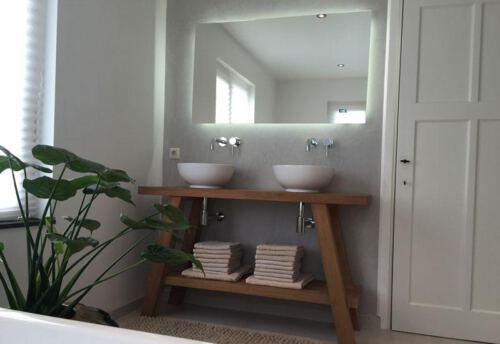 Badkamermeubel eigen ontwerp. Diverse afmetingen, indelingen en kleuren mogelijk. Een nieuw meubel op maat nodig? Kom inspiratie opdoen in onze Woonwinkel te Gendt, tussen Arnhem en Nijmegen.