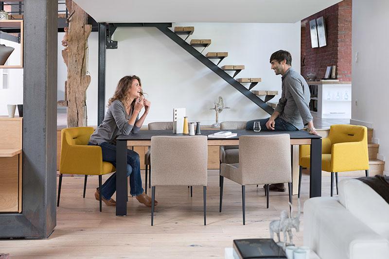 Eetkamerstoel Margaux armleuning van leverancier Mobitec. Nieuwe eetkamerstoelen, projectstoelen of barkrukken nodig? Kom inspiratie op doen in onze woonwinkel te Gendt, tussen Arnhem en Nijmegen.