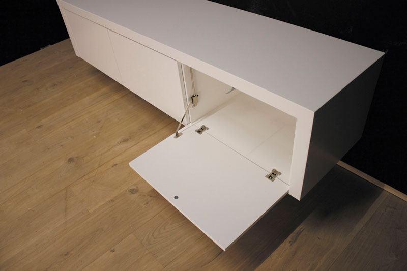 Hangend tv meubel MDF Jose 180. Dit maatwerk TV meubel is gemaakt in onze Meubelmakerij te Gendt. Te bewonderen in de showroom, naast de meubelmakerij te Gendt, gelegen tussen Nijmegen en Arnhem.