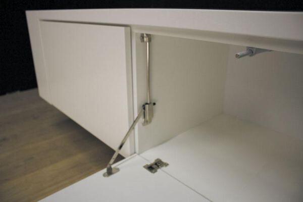 Hangend tv meubel MDF Jorn 140. Dit maatwerk TV meubel is gemaakt in onze Meubelmakerij te Gendt. Te bewonderen in de showroom, naast de meubelmakerij te Gendt, gelegen tussen Nijmegen en Arnhem.