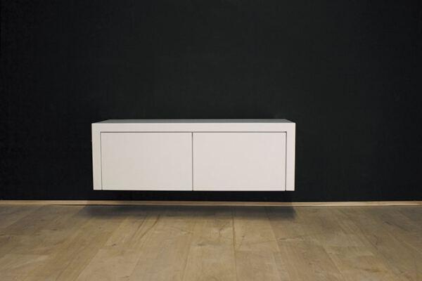 Hangend tv meubel MDF Jose 120. Dit maatwerk TV meubel is gemaakt in onze Meubelmakerij te Gendt. Te bewonderen in de showroom, naast de meubelmakerij te Gendt, gelegen tussen Nijmegen en Arnhem.