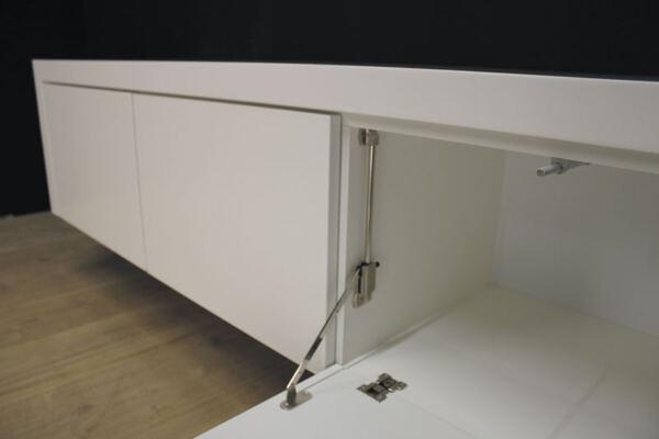 Hangend tv meubel MDF Jose 160. Dit maatwerk TV meubel is gemaakt in onze Meubelmakerij te Gendt. Te bewonderen in de showroom, naast de meubelmakerij te Gendt, gelegen tussen Nijmegen en Arnhem.