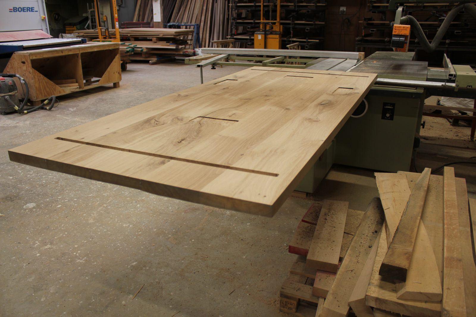 Tafel blad op maat gemaakt van eikenhout in onze eigen Meubelmakerij in Gendt, tussen Arnhem en Nijmegen. Ook op zoen naar een tafel blad op maat? Elke maat en andere houtsoorten zijn mogelijk.