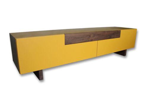 Noten combi MDF tv meubel Maya. Op zoek naar een RETRO tv-meubel? Wij maken uw tv-meubel op maat! Kom inspiratie opdoen in onze Woonwinkel te Gendt tussen Arnhem en Nijmegen.