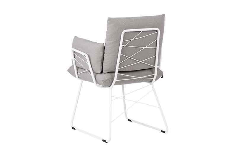 Eetkamerstoel Cosy met armleuning van leverancier Mobitec. Diverse afmetingen en kleuren mogelijk. Een nieuwe eetkamer stoel nodig? Kom inspiratie opdoen in onze Woonwinkel / Meubelmakerij te Gendt, tussen Arnhem en Nijmegen.