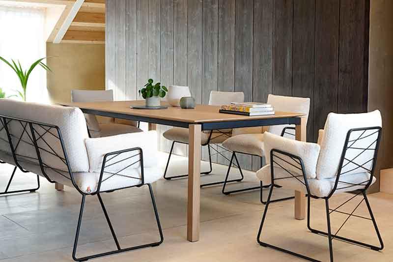 Eetkamer bench Cosy van leverancier Mobitec. Ook leverbaar als stoel met of zonder armleuning. Op zoek naar een eetkamer bank? Kom inspiratie opdoen in onze Woonwinkel / Meubelmakerij te Gendt, tussen Arnhem en Nijmegen.