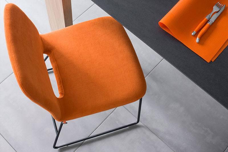 Mobitec design Eetkamerstoel Pamp. Nieuwe eetkamerstoelen, projectstoelen of barkrukken nodig? Kom inspiratie opdoen in onze WOONWINKEL MEUBELMAKERIJ in Gendt, tussen Arnhem en Nijmegen.