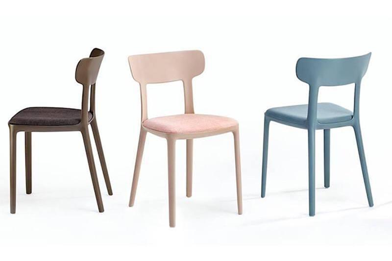 Infiniti eetkamerstoel Canova Wood, ontworpen door Claus Breinholt. Nieuwe eetkamer stoelen of project stoelen nodig? Kom inspiratie opdoen in onze WOONWINKEL & MEUBELMAKERIJ Gendt Gelderland.