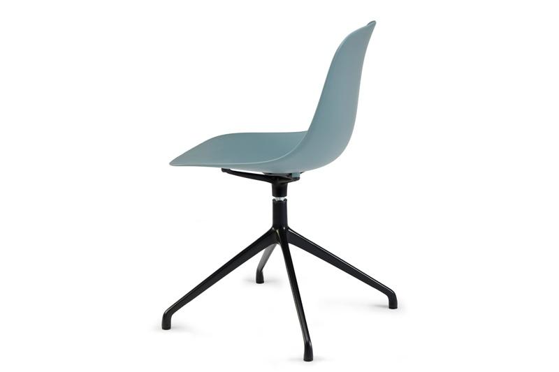 Stoel Pure Loop Mono 4 Star is van het Italiaanse merk Infiniti en ontworpen door de bekende Deense ontwerper Claus Breinholt. Diverse stoelpoten en kleuren mogelijk. Nieuwe eetkamerstoelen of projectstoelen? Kom inspiratie opdoen in onze Woonwinkel te Gendt, tussen Arnhem en Nijmegen.