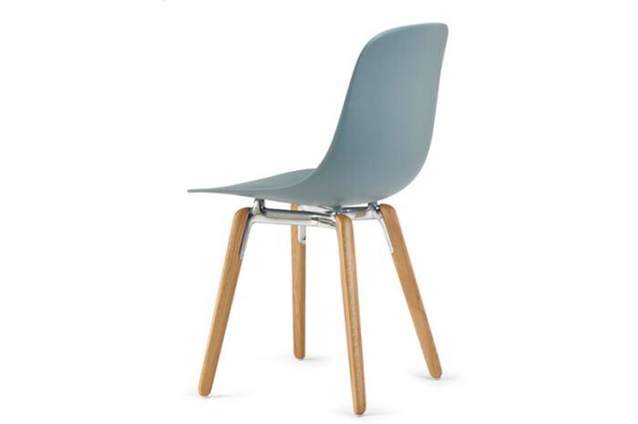 Stoel Pure Loop Mono Wooden Legs is van het Italiaanse merk Infiniti en ontworpen door de bekende Deense ontwerper Claus Breinholt. Diverse stoelpoten en kleuren mogelijk. Nieuwe eetkamerstoelen of projectstoelen? Kom inspiratie opdoen in onze Woonwinkel te Gendt, tussen Arnhem en Nijmegen.