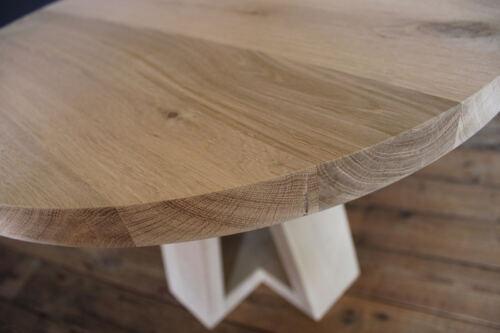Ronde eiken salontafel Ø 60cm op maat gemaakt. Deze eiken salontafel is gemaakt in de Meubelmakerij van Sessinkwonen te Gendt gelegen tussen Arnhem en Nijmegen in Gelderland. Andere kleuren, andere afmetingen en andere modellen zijn mogelijk.